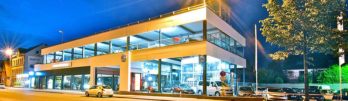 Das Autohaus Kronshagen bei Nacht